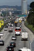 Movimentação nas estradas para feriadão