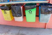 Lixeiras de lixo reciclável incorretas