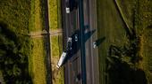 Caminhão perde controle em Rodovia