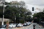 Semáforo quebrado na avenida Morumbi