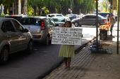 Venezuelanos pedem ajuda no Recife