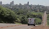 Ambulância trafega pela rodovia BR 369