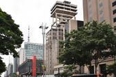 Obra parada em prédio na Av. Paulista